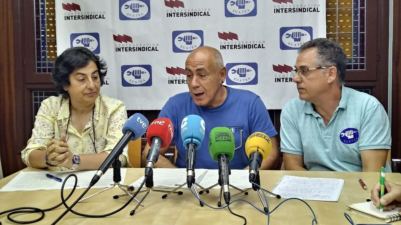 Protesta en defensa de los derechos de los trabajadores, con pancarta de ANPE. Los miembros de Suatea Tino Brugos, Marían Moreno y Xosé Lluis Colondrón