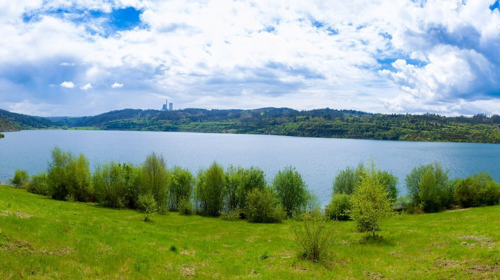 El lago con playa de Cerceda, en imágenes.Cecebre