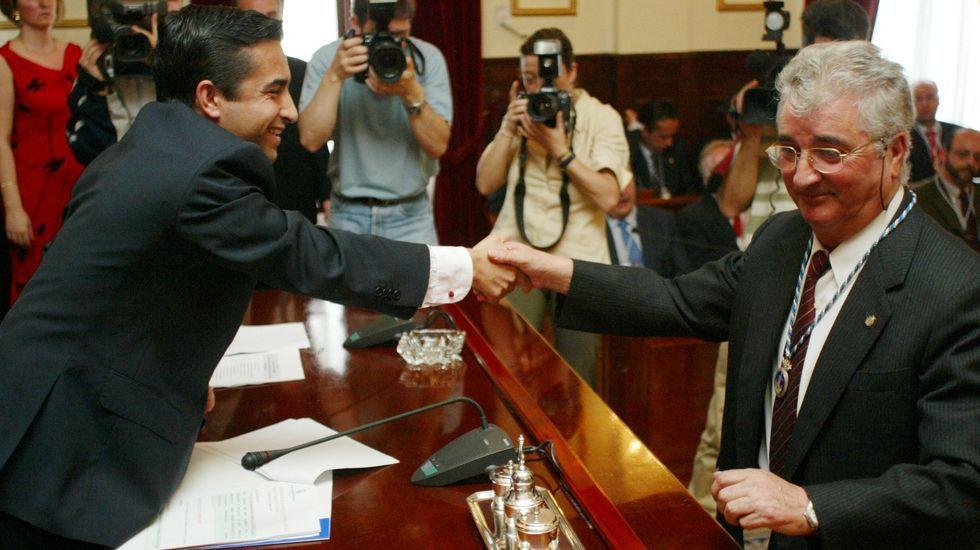 Miramontes recibió en 2003 de Rey Varela la medalla de concejal del último mandato en el que fue edil