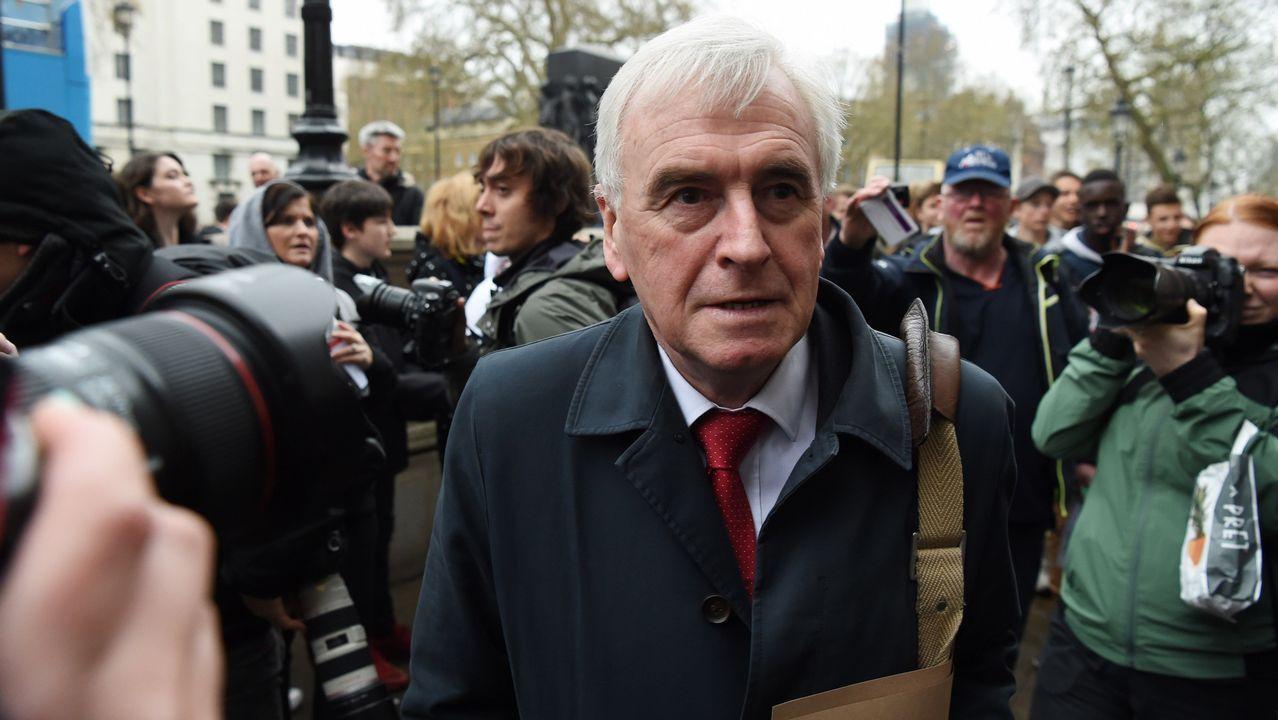 El portavoz de economía laborista, John McDonnel, a su llegada a la reunión con parte del equipo de May
