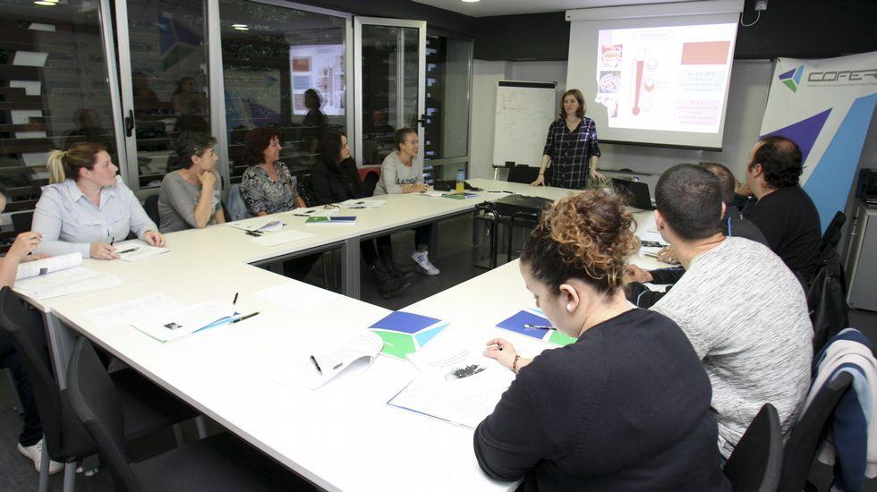 El aula de Cofer está habitualmente llena de alumnos de todo tipo, tanto desempleados como trabajadores del sector. Muchos se quedan en reserva esperando su turno.