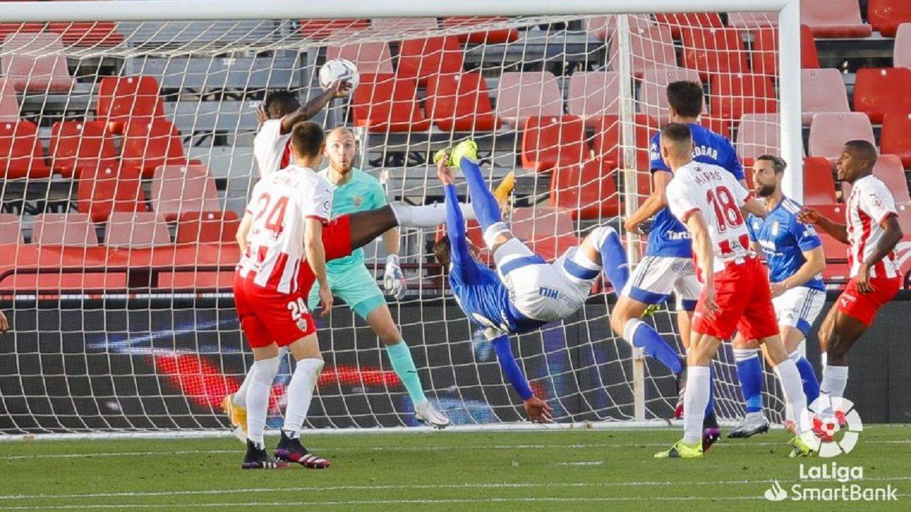 gol Grippo Almeria Real Oviedo Estadio de los Juegos Mediterraneos.Grippo remata de chilena para poner el 2-2 ante el Almería