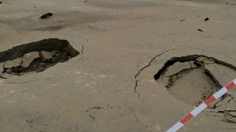 Buscan a un pescador desaparecido en O Portiño.Dos pequeños hundimientos en la playa de Poniente