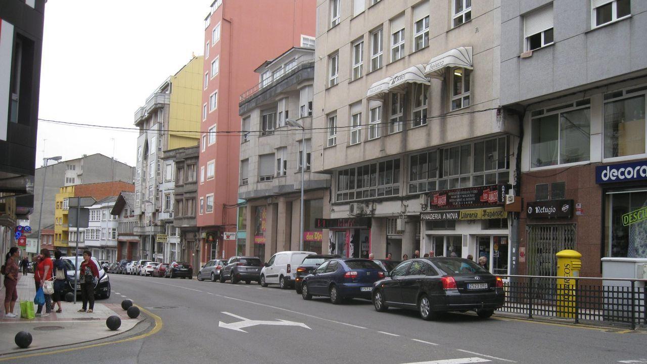 Tramo inicial de Plácido Peña, en el cruce con la rúa da Pravia, Porta de Cima y Campo de Puente