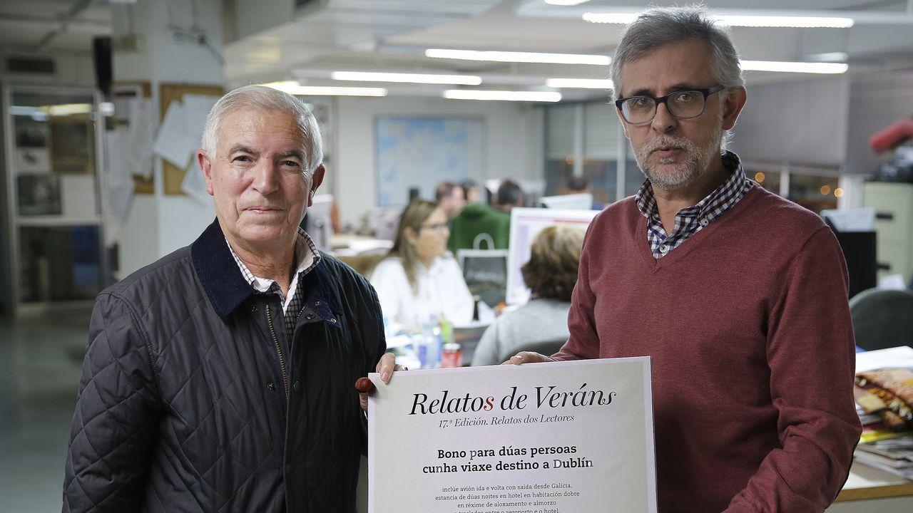 Francisco Blanco (izquierda) con el delegado de La Voz en A Coruña
