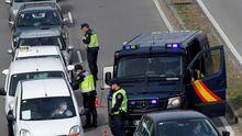 Policia Nacional realiza controles a la salida de Oviedo, una ciudad paraliza por la epidenia de coronavirus.
