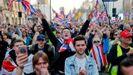Manifestantes pro «brexit» ondearon ayer banderas en las calles de Londres