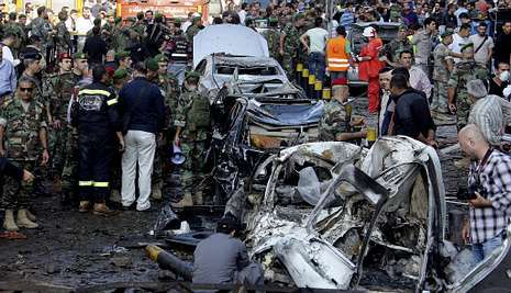 Atentado en el centro de Beirut.El doble atentado dejó un reguero de coches calcinados y destrozos en Beirut.
