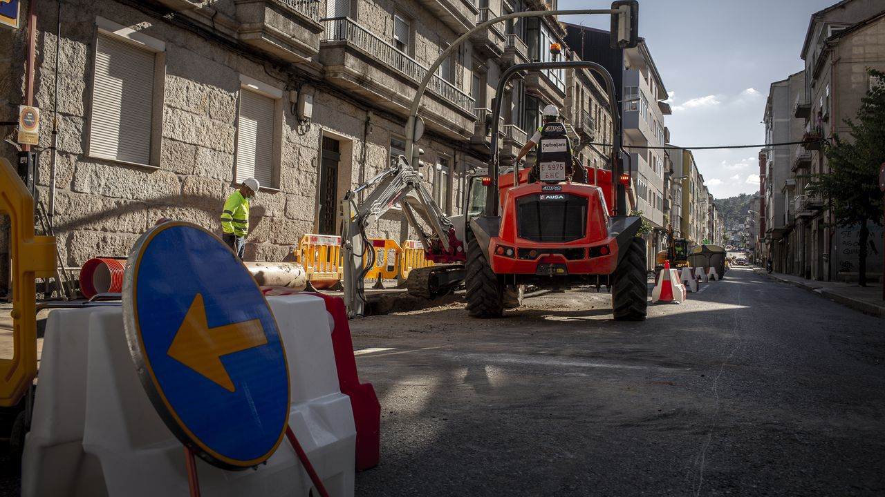 Los baches de la autovía Vigo-O Porriño persisten en las curvas de Tameiga.Cortes de tráfico en la calle Marcelo Macías