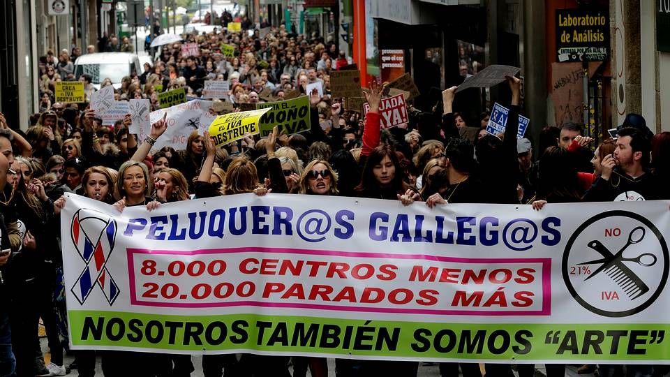Atascos de tráfico en A Zapateira y la TerceraRonda por el corte de un carril para el cambio de tuberías de agua