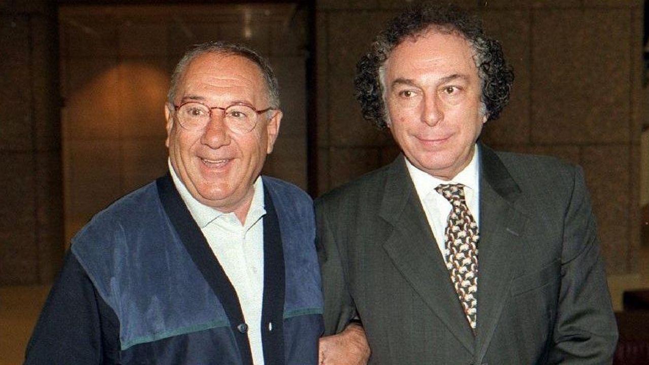 Valerio Lazarov, con el actor Alfredo Landa, en una imagen de 1997