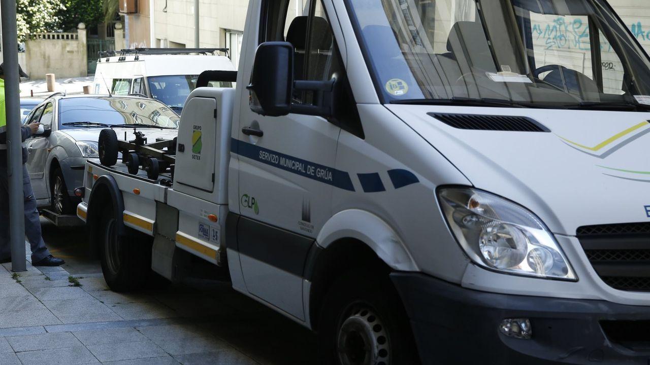 Tratamiento con ozono de un coche de bomberos en la estación de servicio de la galuresa en san Caetano.Instalaciones de San Caetano, sede central de la Xunta, tras la declaración del estado de alarma