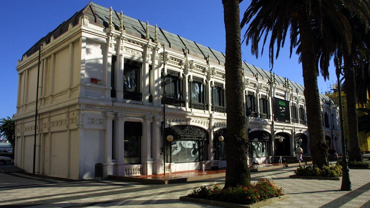 Kiosco Alfonso. Solo está intacto respecto al original el exterior. En el centro de A Coruña también proyectó la casa Molina o el Cine Avenida