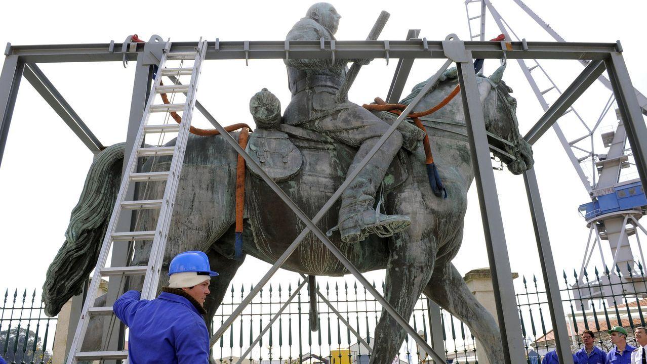 Una manifestación vecinal logra expulsar a unos okupas de la casa de una anciana.La estatua ecuestre de Franco en Ferrol, una pieza de bronce que en 2010 debía ser retirada de la vista del público para cumplir con la Ley de Memoria Histórica. Antes, en 2002, ya había sido retirada de la Plaza de España