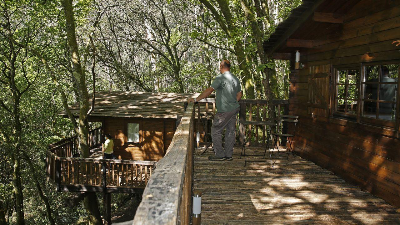 Remanso do manantiallas cabañitas colgantes en el rio Pedras