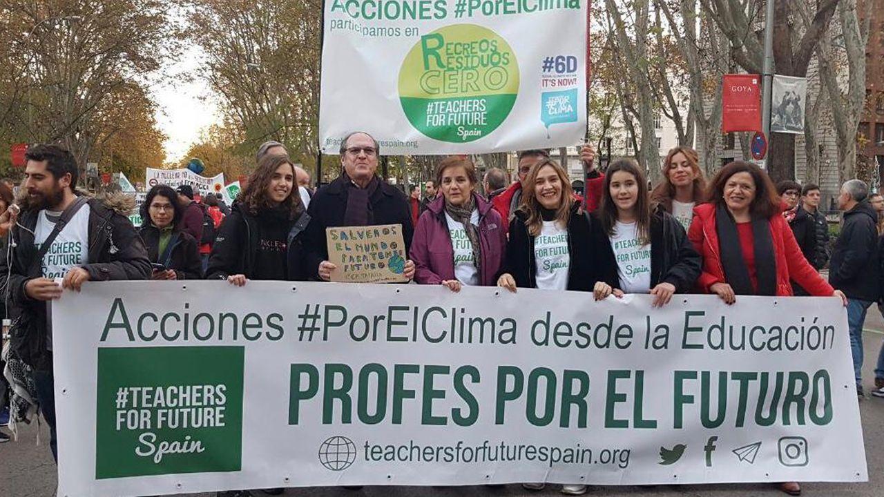 Miriam participó en la manifestación por el clima junto al exministro Ángel Gabilondo.