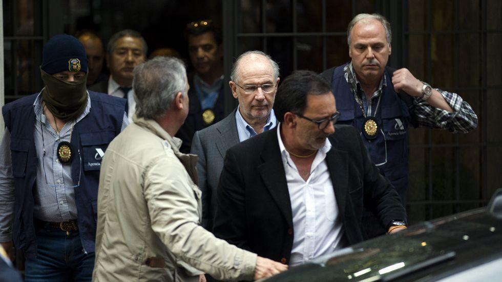Rodrigo Rato, atendiendo a los medios de comunicación