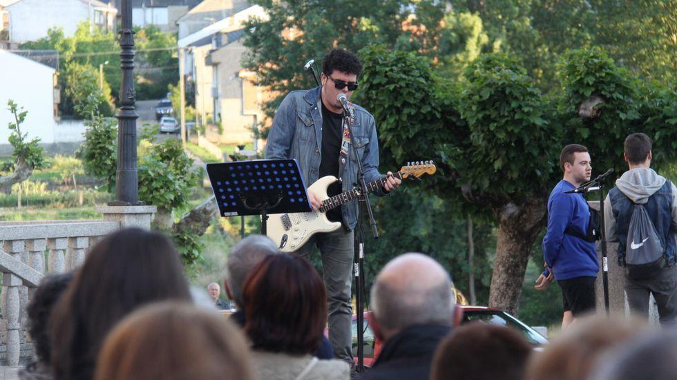 As Letras en Ourense.Actores e músicos da comarca de Valdeorras participaron na Festa das Letras do Barco