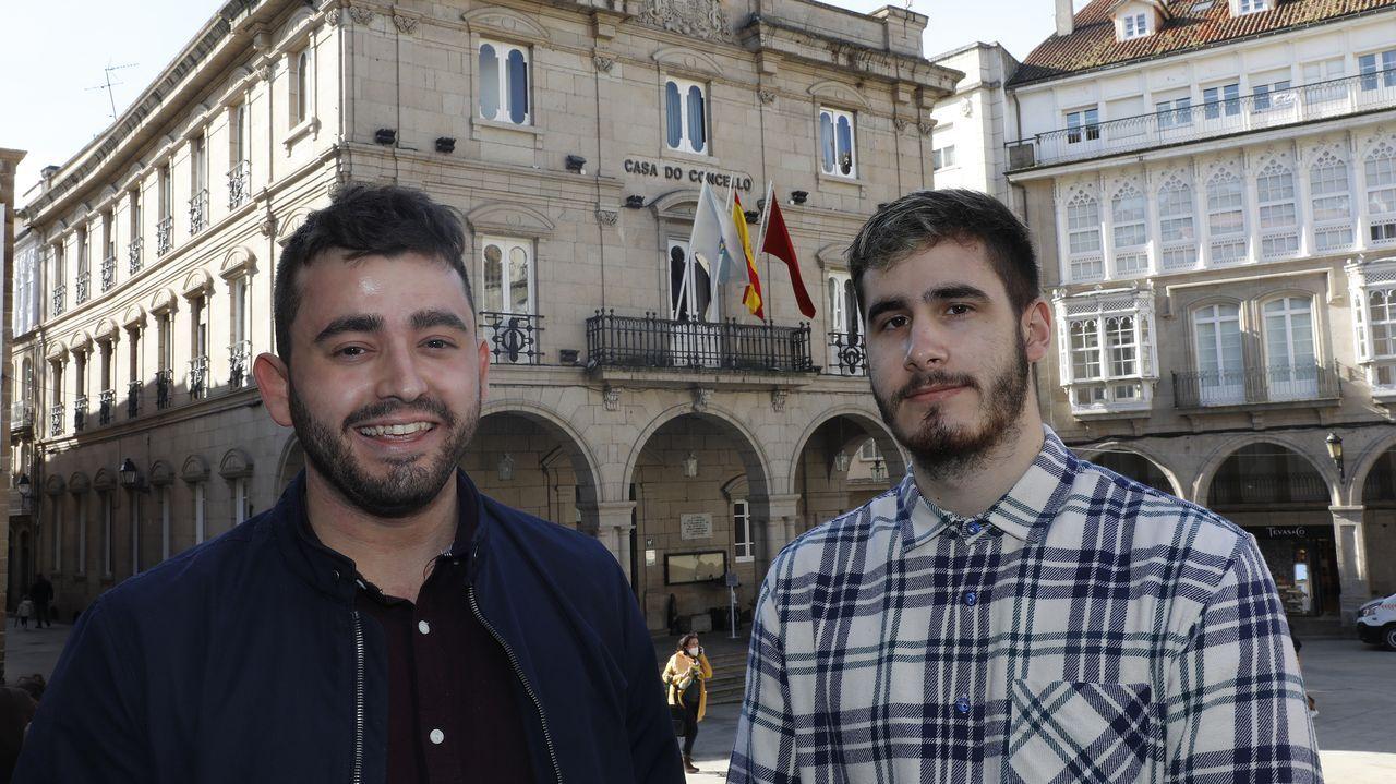 Iván y Martín conducen De_Parola, un podcast «millennial», en tono humorístico, sobre la actualidad.