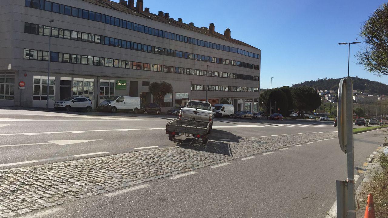 Dificultades de acceso a la avenida de Lugo desde Quiroga Palacios