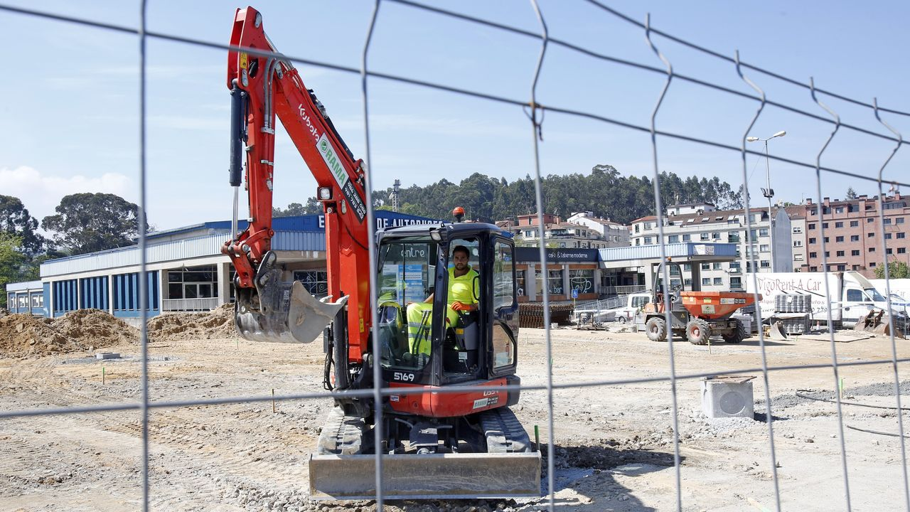 La UME desinfecta la estacion de autobuses de Ourense