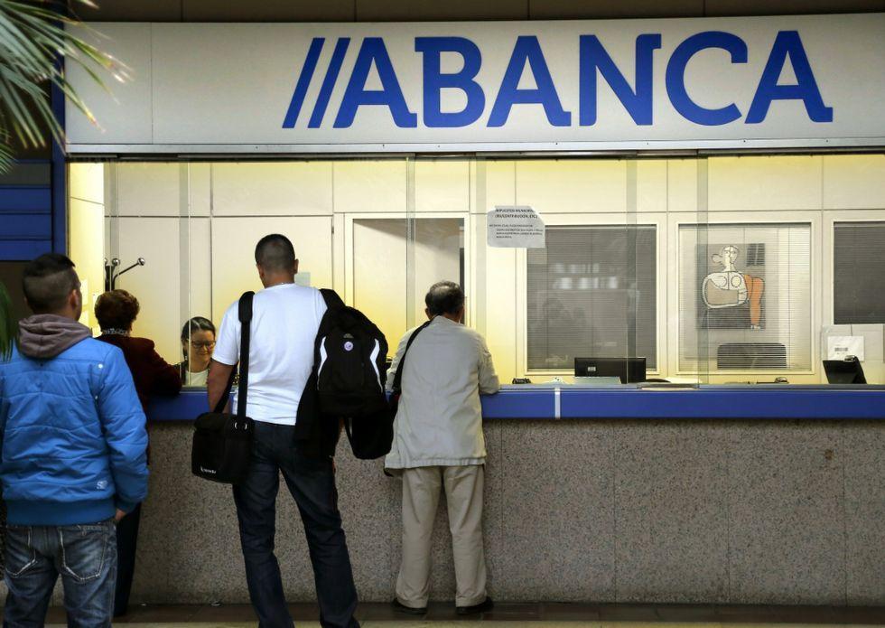 Los nuevos empleados de Abanca tendrán 18,5 pagas, frente a las 21 que perciben los actuales.