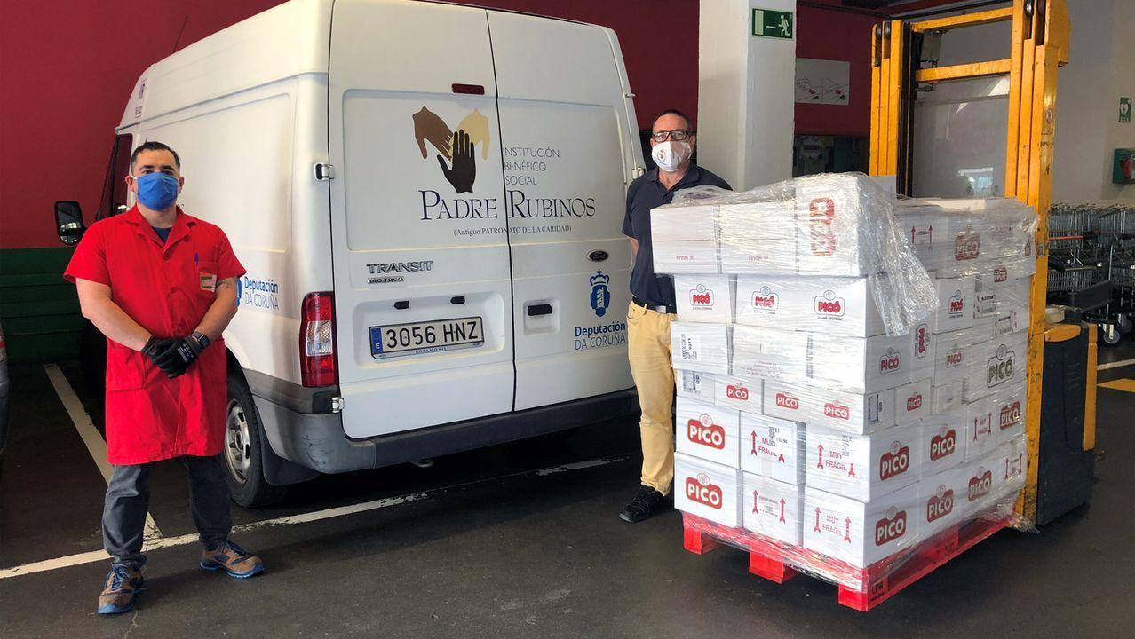 Donación de Vegalsa-Eroski y Turrones Picó a la institución Padre Rubinos de A Coruña