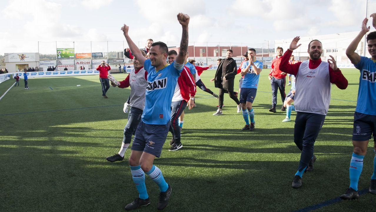 Ernesto Lobato Edu Cortinagol Borja Sanchez Vetusta Requexon.Lobato celebra un gol del Vetusta, con Ernesto por detrás