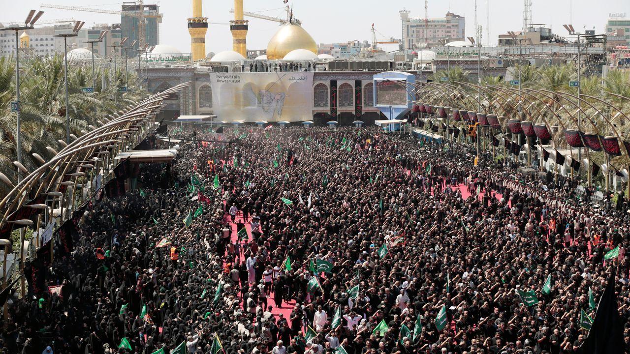 Vista de los congregados este martes en la celebración del Ashura en la ciudad de Kerbala, en Irak