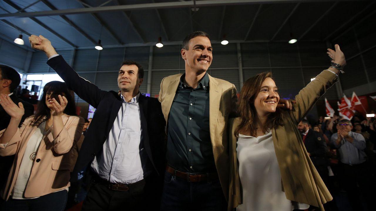 Pedro Sánchez visita Oviedo junto a Wenceslao López, Adrián Barbón y Adriana Lastra.Abel Caballero, Pedro Sánchez y Gonzalo Caballero, en un mitin celebrado en Vigo