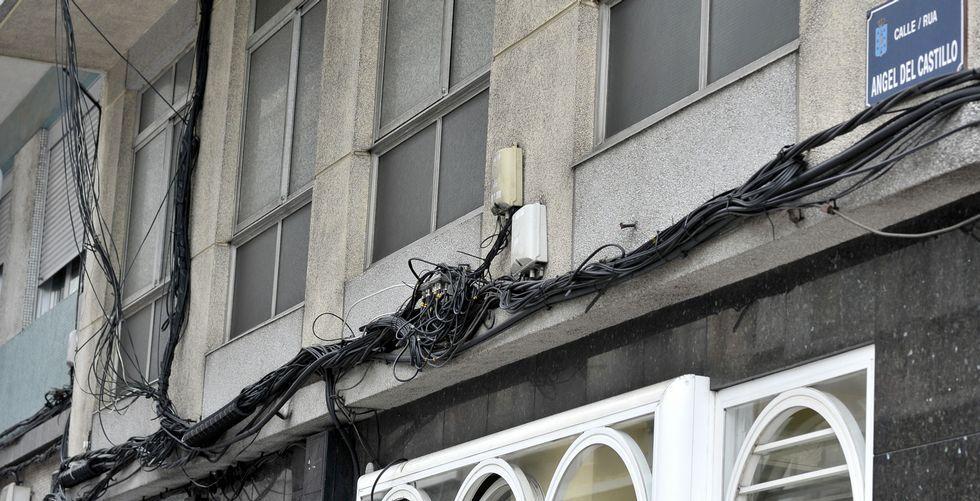 Cables en Ángel del Castillo