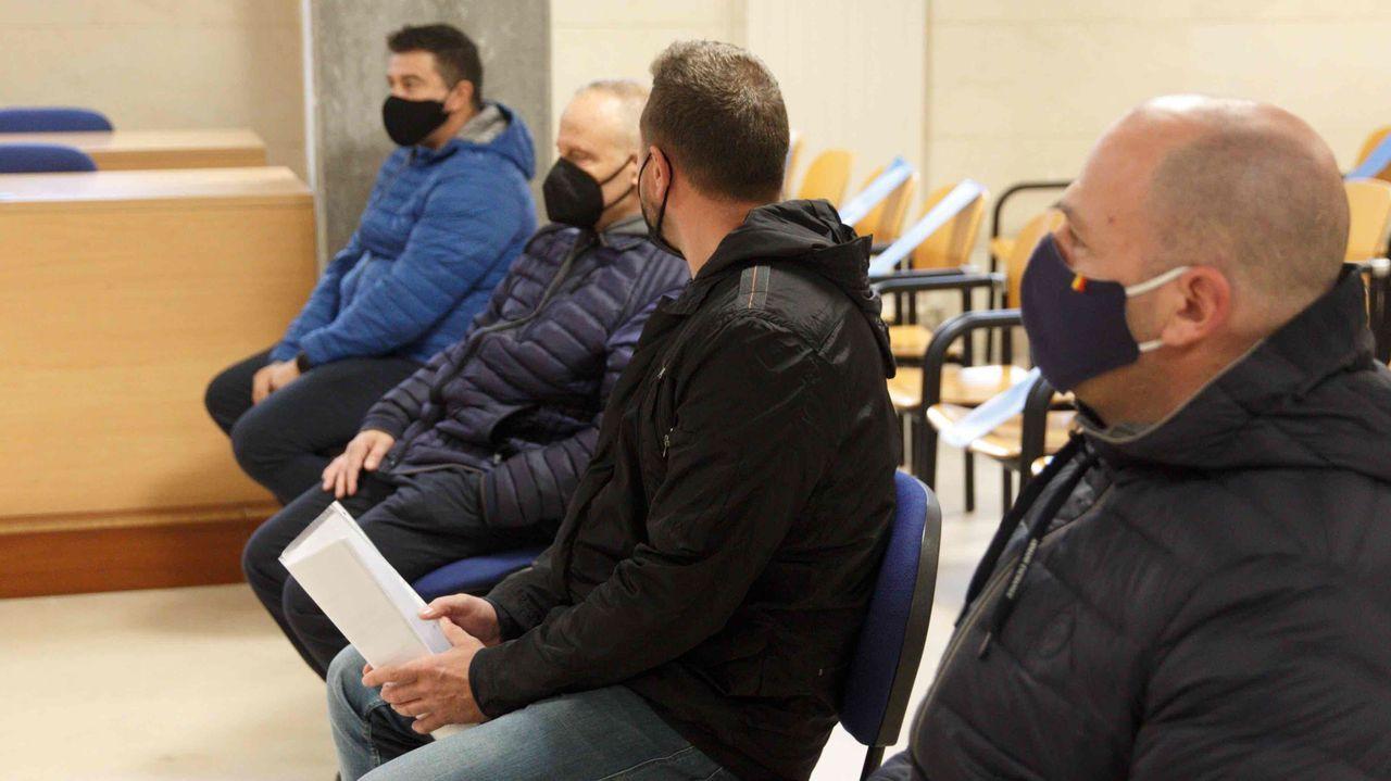 Los cuatro miembros del grupo mafioso búlgaro que compraba cocaína en Galicia, durante el juicio en la sección compostelana de la Audiencia Provincial