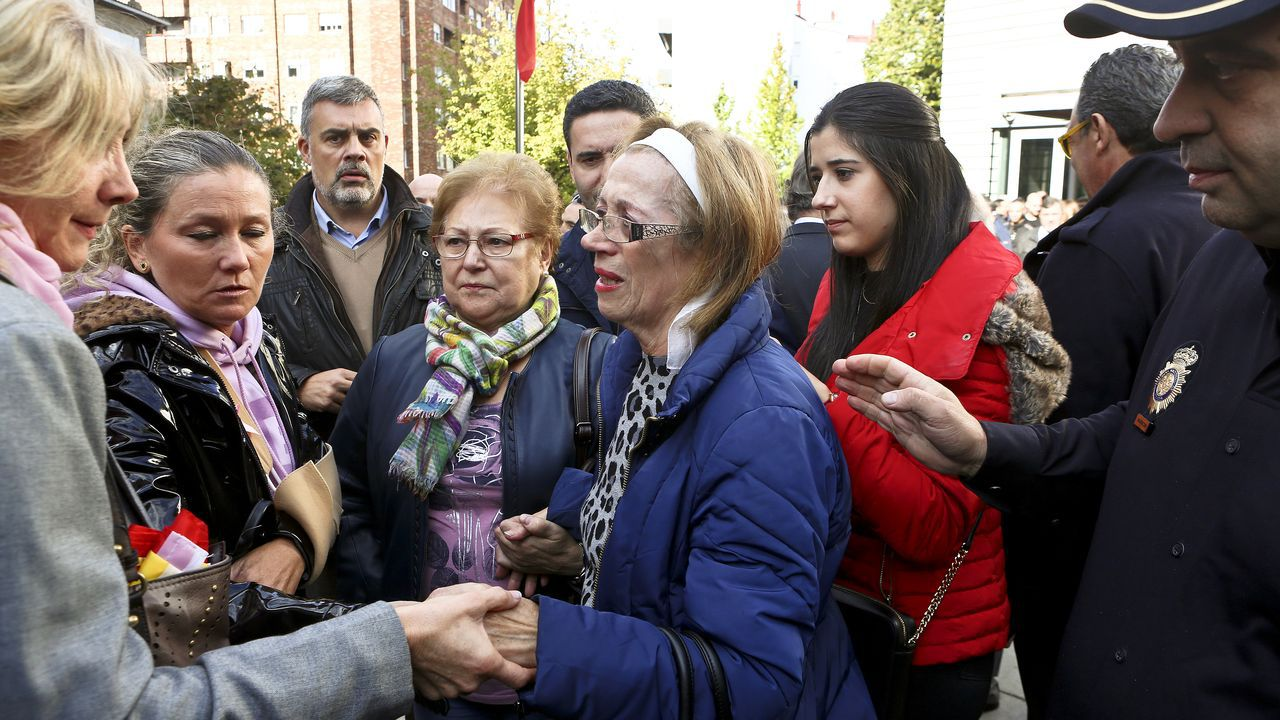 La madre del agente herido en una concentración en Vigo en solidaridad con los policías desplegados en Cataluña