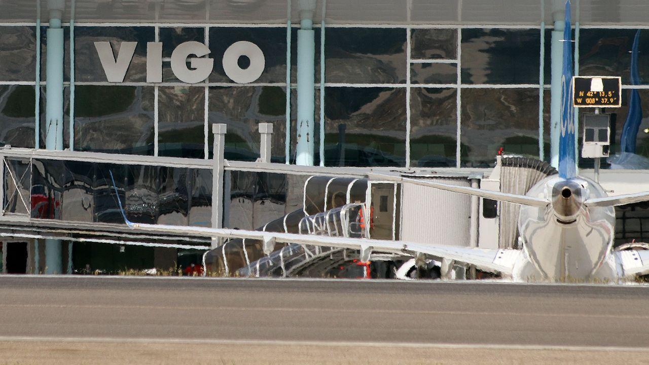Panel de vuelos en el aeropuerto de Alvedro