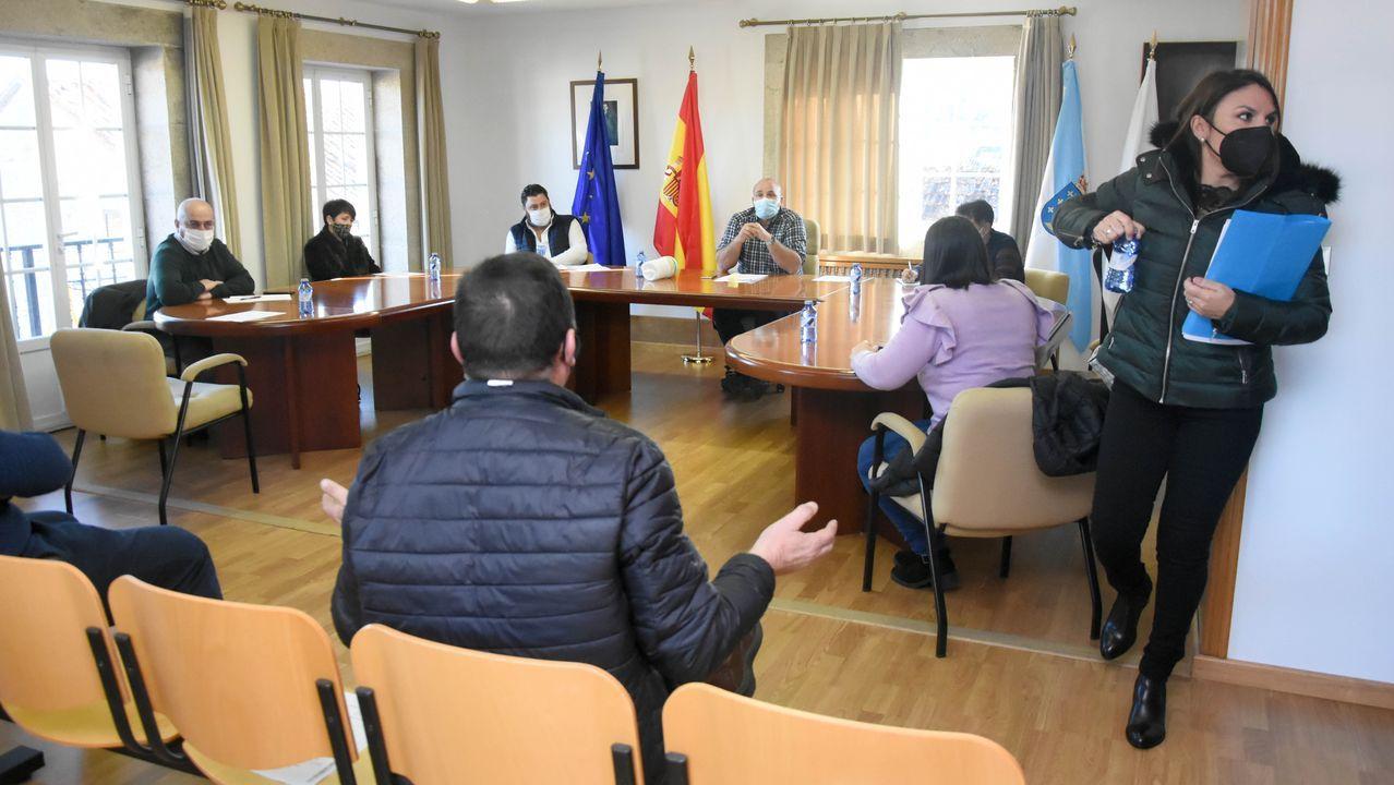 En el taller de El Moreno Beach.Directivos de Viesgo y Begasa con la presidenta del Banco de Alimentos de Lugo, Amadora Núlñez