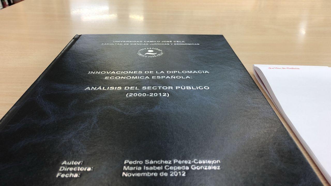 Lo único que permiten fotografiar de la tesis doctoral, la portada