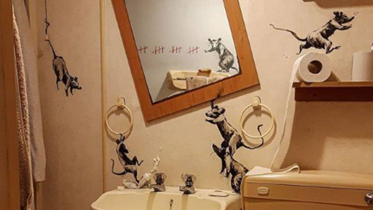 Homenaje de Banksy a los sanitarios.Las icónicas ratas del graffitero, en su cuarto de baño