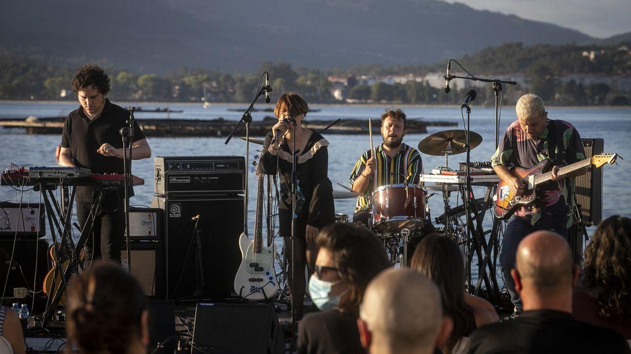 Triángulo de Amor Bizarro tocando el pasado verano en Boiro en uno de los pocos conciertos que pudo dar en el año 2020