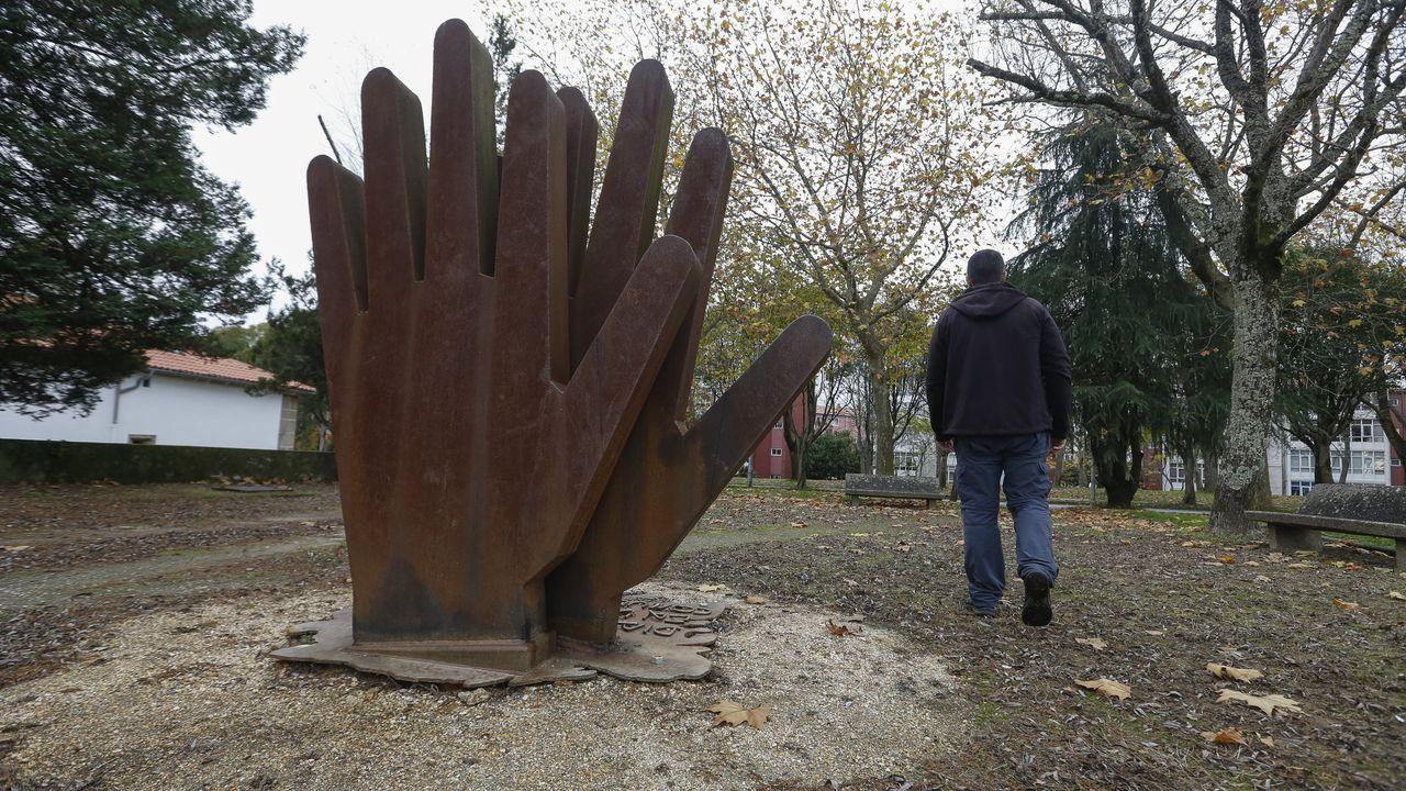 Estévez reside fóra desde 1969, e regresa a Galicia con frecuencia