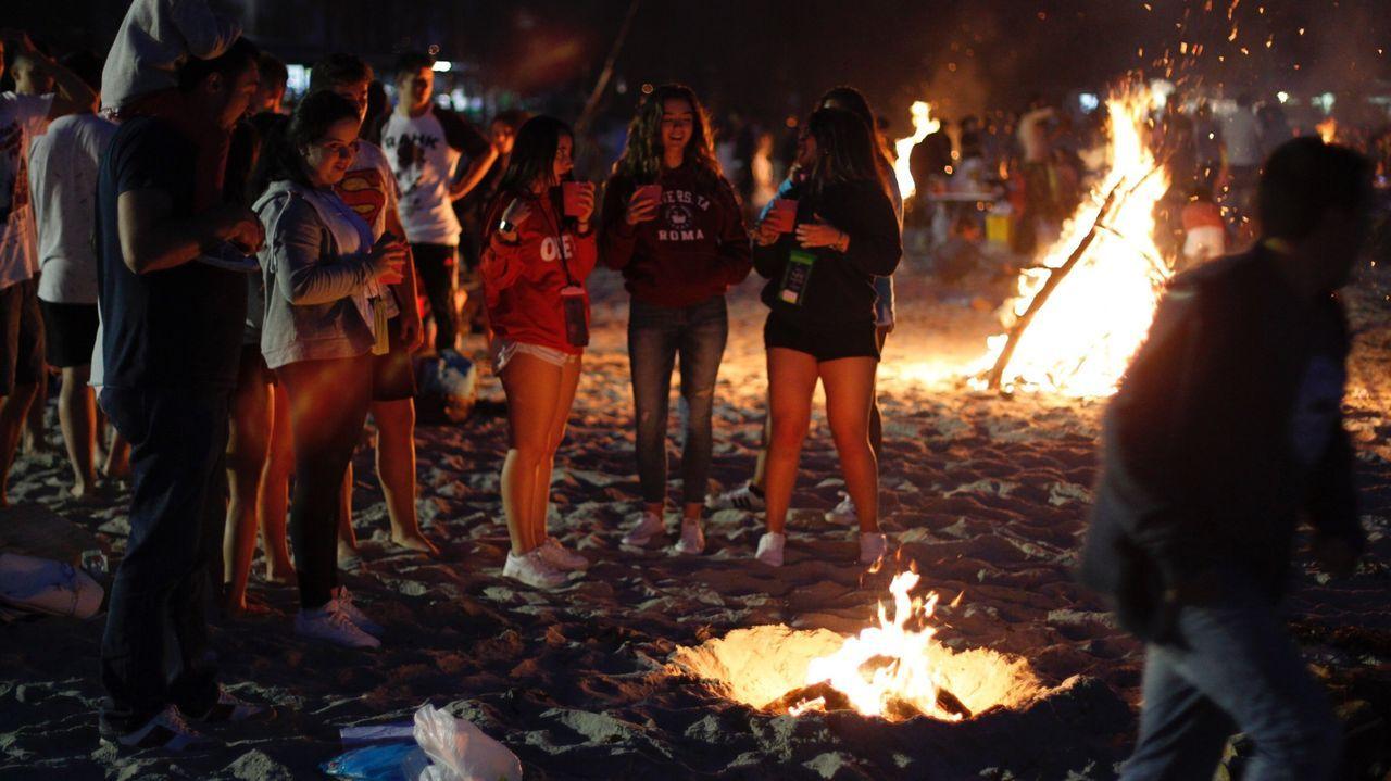 Imagen de la celebración del San Xoán en la playa de A Madalena de Cabanas en el año 2017