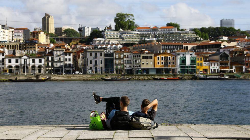 Los turistas llegan a Galicia con la borrasca.Manifestación polo Día das Letras Galegas organizada por Queremos Galego en Santiago, en el 2019