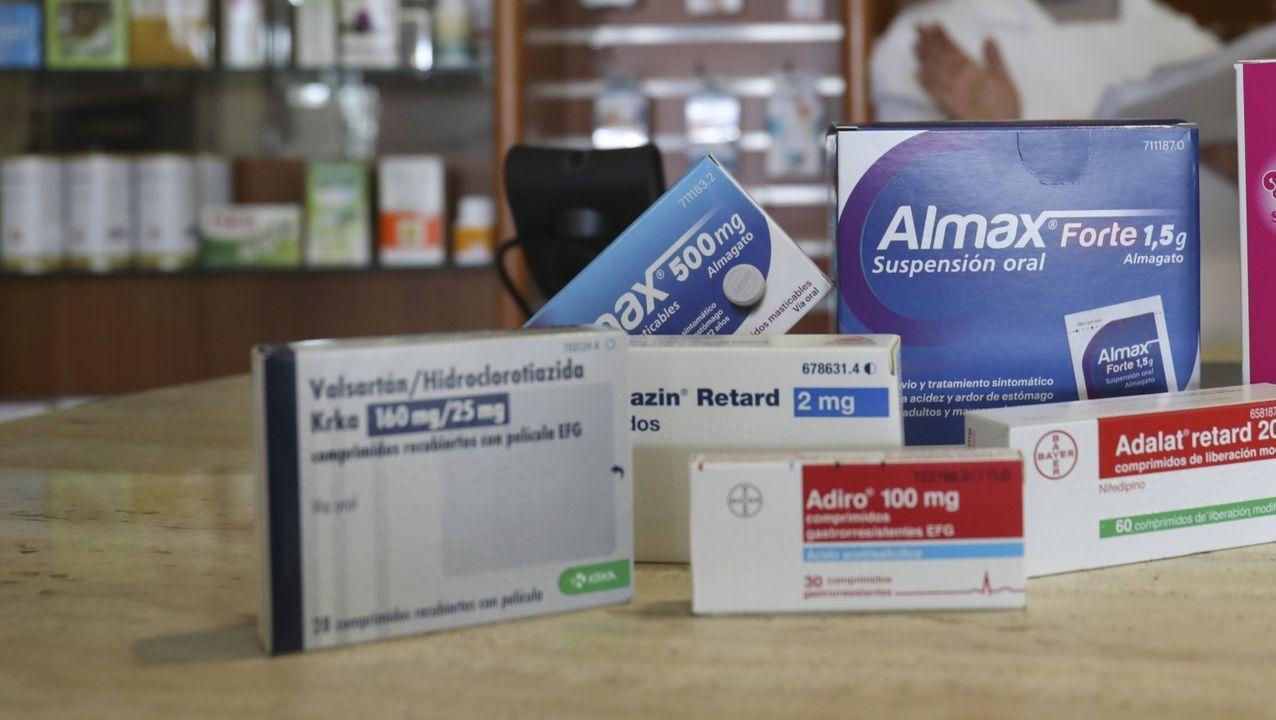 Manuel do Muiño médico de Familia con el fármaco para dejar de fumar