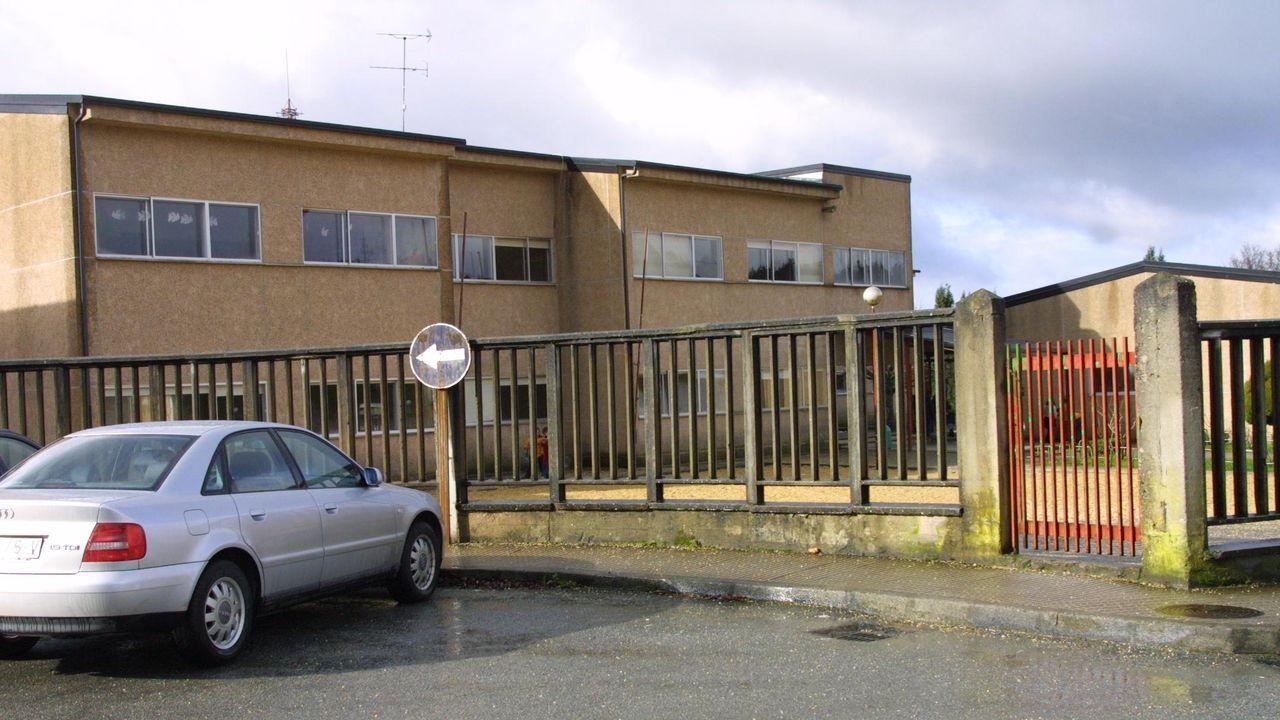 Fiesta de Entroido en el colegio Divina Pastora de Lugo.Exterior del colegio de Guitiriz