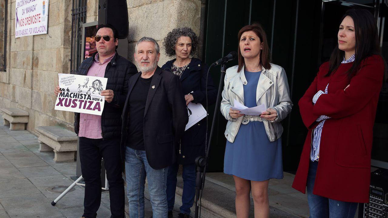 Cambados se concentra en contra de la sentencia de la manada.Protestas en Asturias por la sentencia de la Manada
