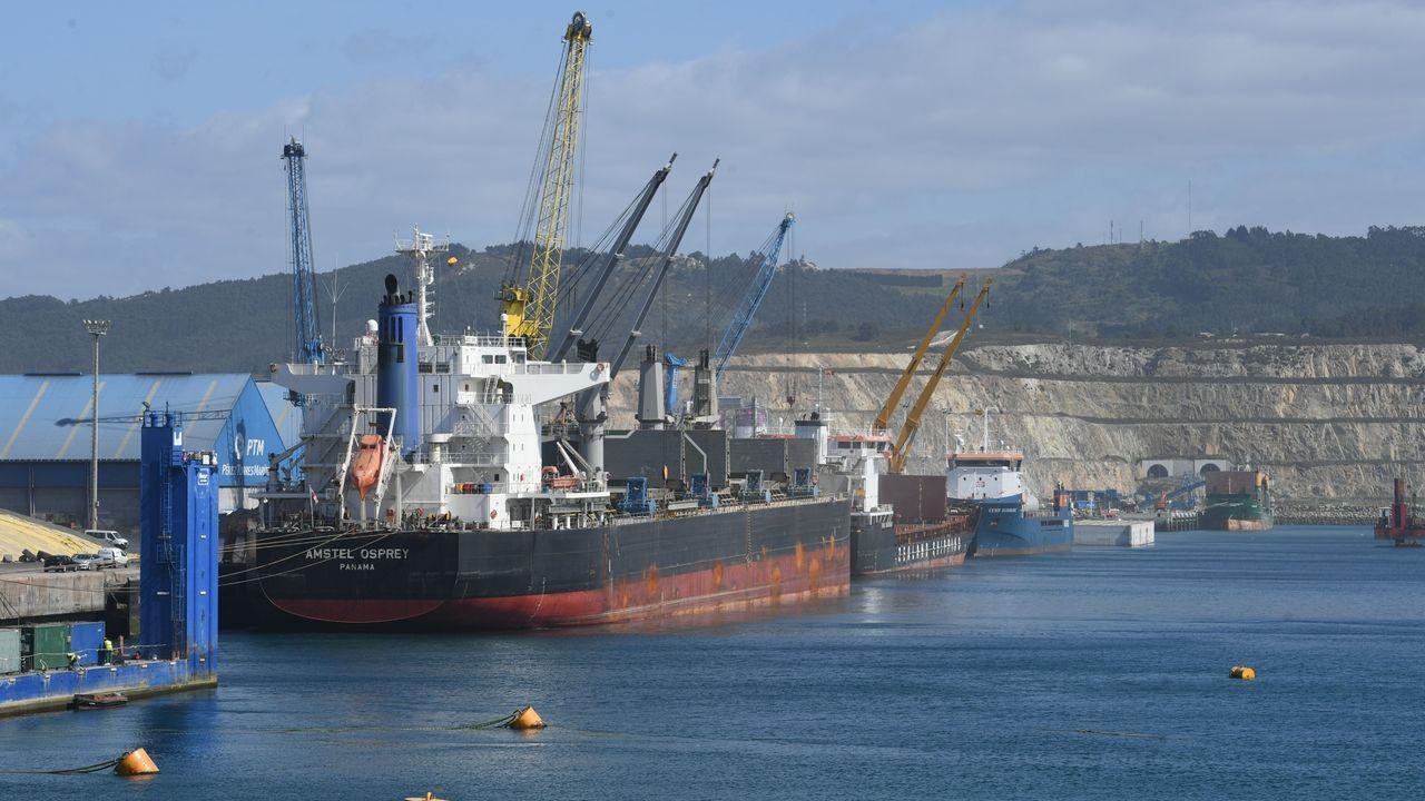 El operativo del megabuque Adelaide, fabricado en Ferrol, contra las llamas en Australia.Obras de la línea de Alta Velocidad en Ourense