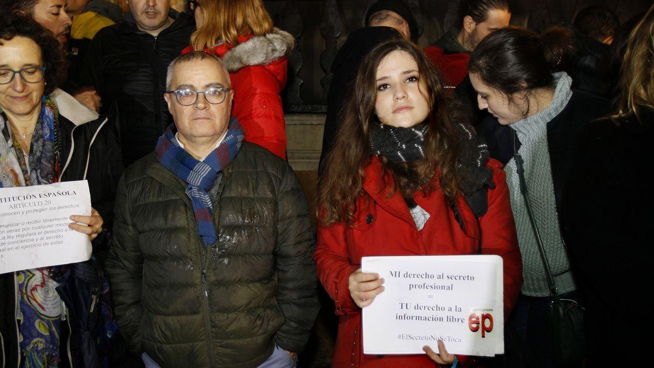 Protesta de los críticos con la junta del Colegio de Enfermería.Concentración en Mallorca en apoyo de la libertad de prensa