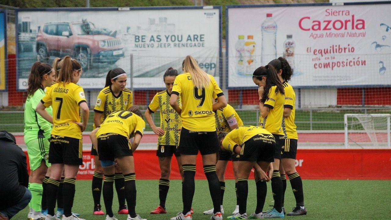 Las futbolistas del Real Oviedo Femenino, antes del encuentro ante el Madrid CFF B