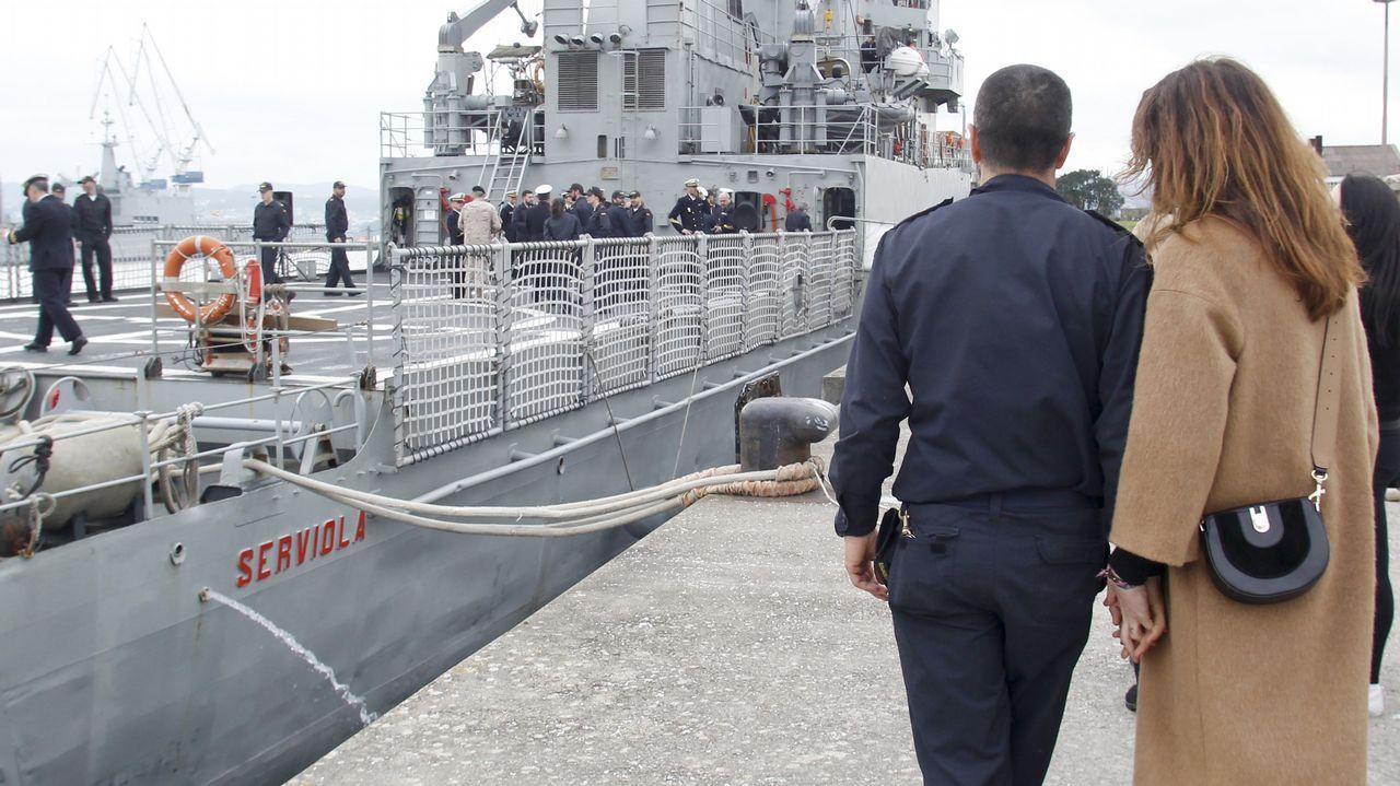 Acto de despedida al Serviola en el Arsenal Militar de Ferrol.Uno de los ejercicios de la F-103 con un buque de la Marina francesa