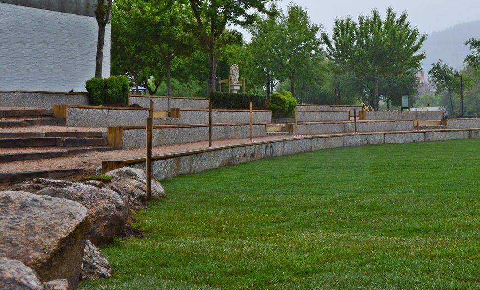 El anfiteatro al aire libre está ubicado en la finca municipal A Tafona y albergará actos cuturales.