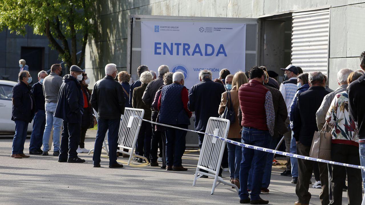 Domingo de vacunación contra el covid en Pontevedra para personas de 70 a 79 años.La calle Pexego completará la inversión en la mejora del entorno de Fexdega